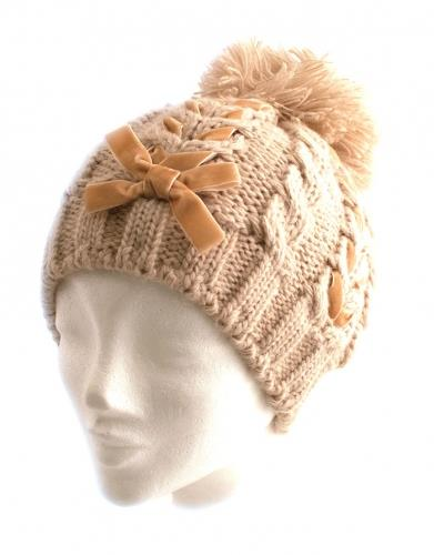 Hat knitted w ribbon
