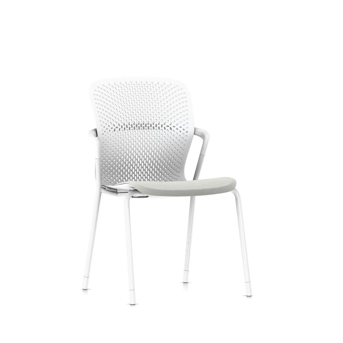 Keyn 4 Leg Chair - Studio White med Camira Sprint tekstil og glidere for teppe