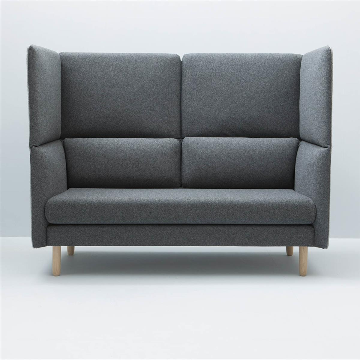 DUO Sofa. Eikeben. Innetekstil: Gr.4. Yttertekstil: Gr.2