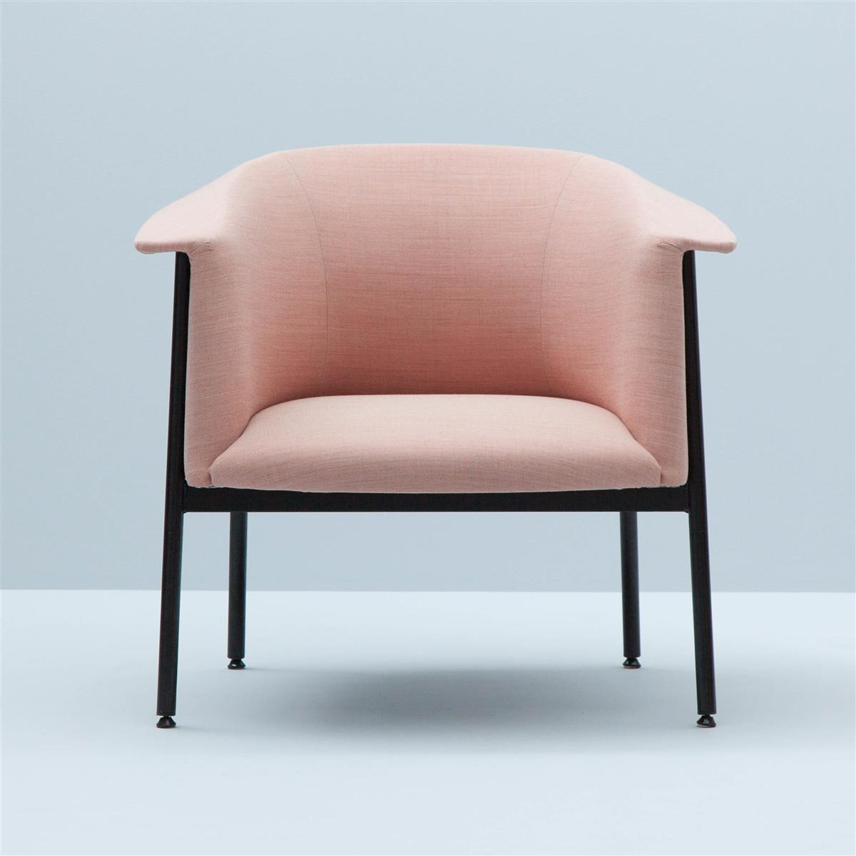 Kavai Lounge Chair. Kvadrat Remix 612 tekstil.